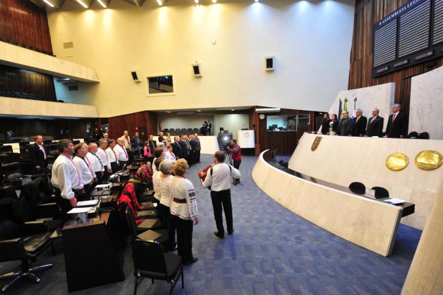 Sessão Solene - Comemoração aos 25 anos da independência da Ucrânia e aos 125 anos da chegada dos primeiros imigrantes ao Paraná.