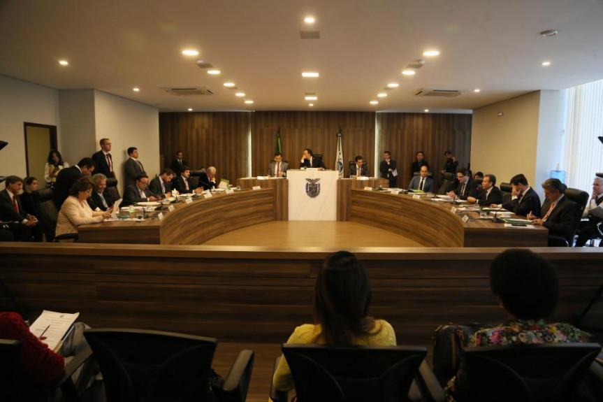 CCJ aprova parecer sobre projeto que obriga operadoras de planos de saúde a fornecerem documentos ao consumidor  sobre eventuais recusas para a realização de procedimentos médicos, cirúrgicos, diagnósticos e internação.