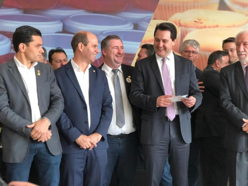 Deputado Emerson Bacil (PSL) participou do anuncio da retirada de itens do regime de substituição tributária realizado pelo governador Carlos Massa Ratinho Júnior.