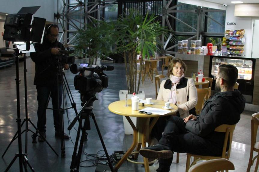 Deputada Cristina Silvestri é a entrevista desta segunda-feira (26) do programa Café com Política da TV Assembleia.