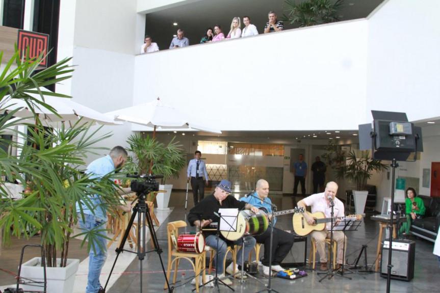 O grupo Raffinando o Sete é o convidado do projeto Comunicação & Arte na Alep.