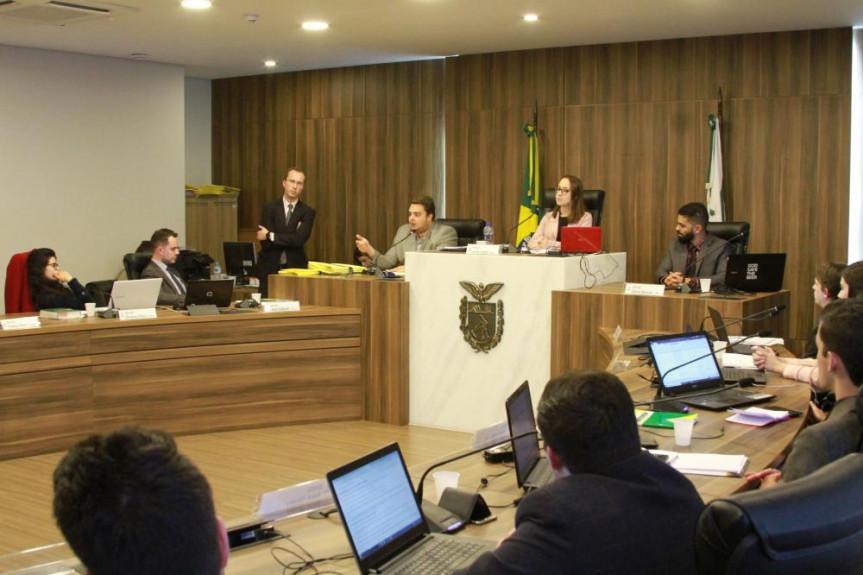 Deputado Federal, Felipe Francischini, presidente da CCJ da Câmara dos Deputados, participou de um bate papo com os estudantes do Parlamento Universitário.
