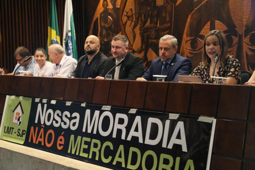 Audiência pública debateu a questão dos imóveis de 10 mil famílias da cidade de São José dos Pinhais.