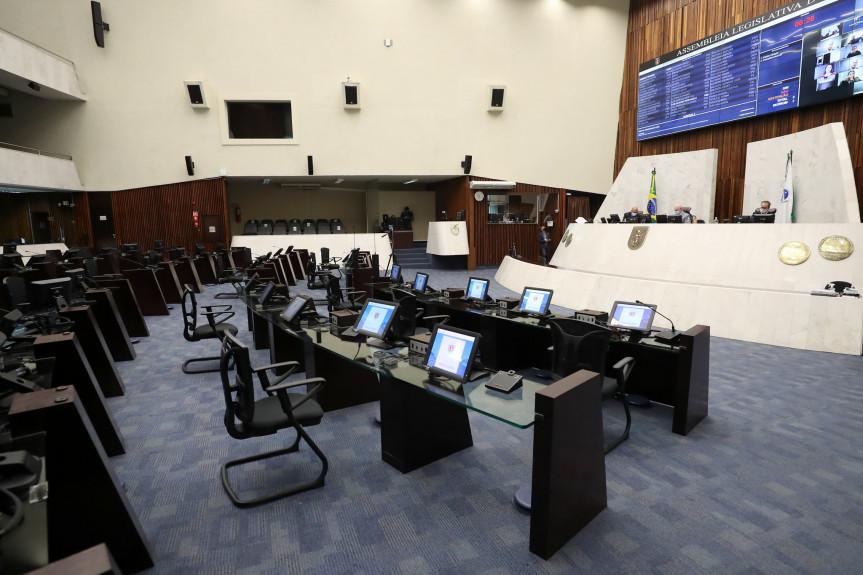 Deputados aprovaram em segundo turno na sessão desta quinta-feira (14) projeto de lei que promove alterações no programa Colégio Cívico-Militares.