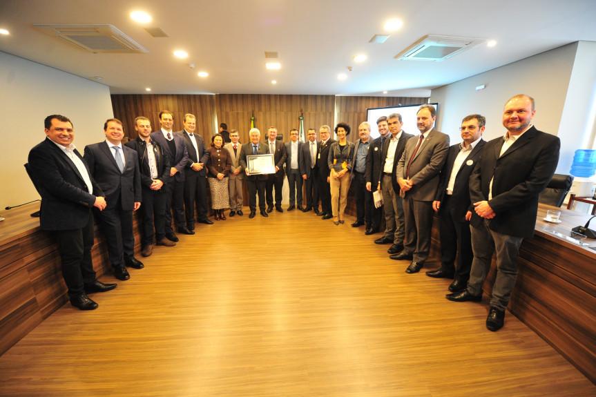 Ministro Marcos Pontes durante reunião da Comissão de Ciência e Tecnologia. Na ocasião, o ministro recebeu o título de Cidadão do Paraná.