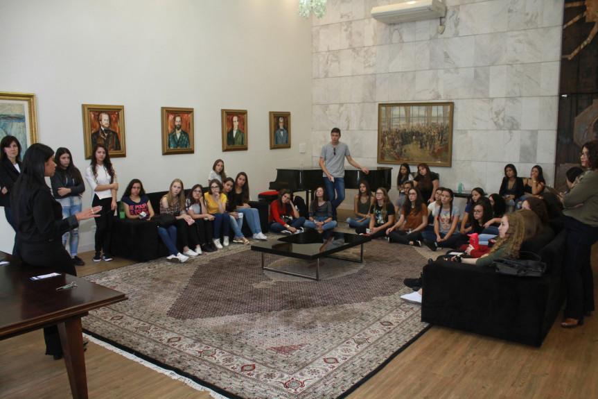 Durante o ano de 2019, 4.188 visitantes, de diversos municípios paranaenses e até do vizinho estado de Santa Catarina, foram recebidos na Assembleia Legislativa.