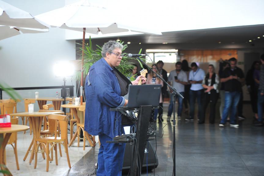 """O multinstrumentista Aurélio Vale foi o convidado em mais uma edição do projeto """"Comunicação & Arte na Alep"""", realizado nesta quinta-feira (17)."""