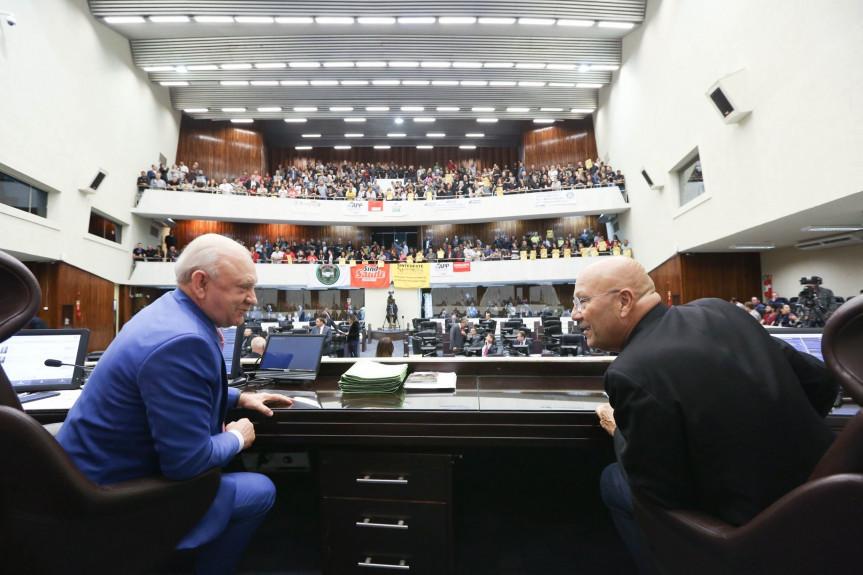 Deputados aprovam a criação da licença capacitação para os servidores estaduais na sessão desta terça-feira (15).