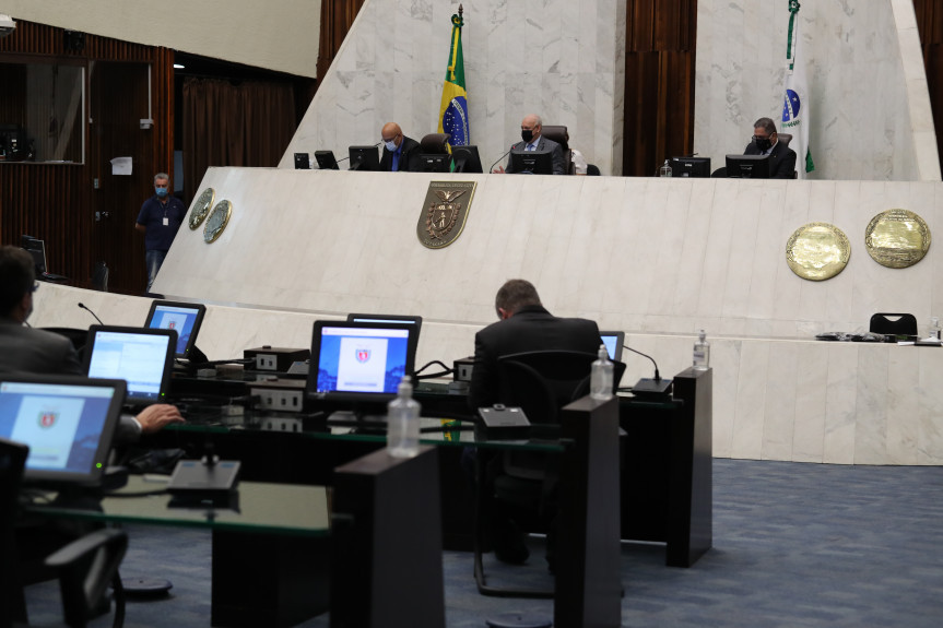 O projeto de lei 4/2021 passou em 2º turno com 44 votos favoráveis e seis contrários na sessão plenária desta quarta-feira (17).