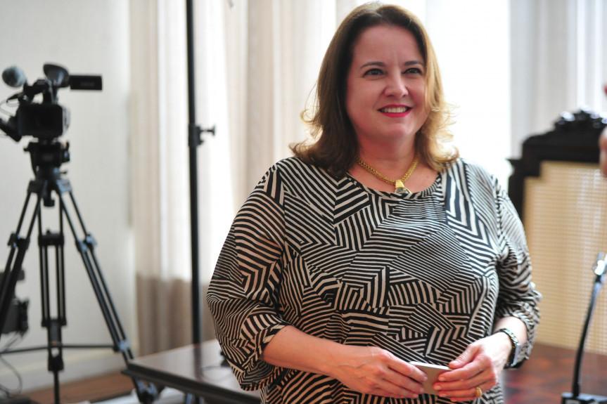 A professora Adriana Cristina Franco, da Faculdades Pequeno Príncipe, esclarece dúvidas sobre o câncer de mama em vídeos que serão exibidos pela TV Assembleia.