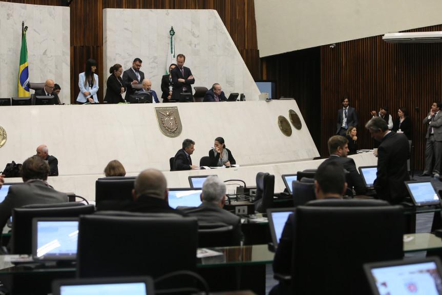 Assembleia Legislativa do Paraná realizada a última sessão plenária de 2019.