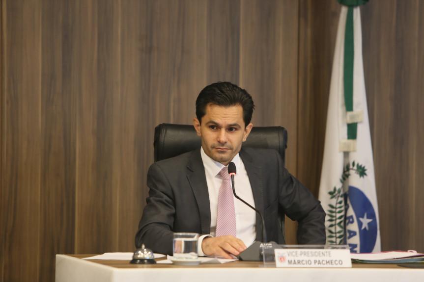 A reunião da Comissão de Constituição e Justiça (CCJ) desta terça-feira (19) foi presidida pelo deputado Marcio Pacheco (PDT).