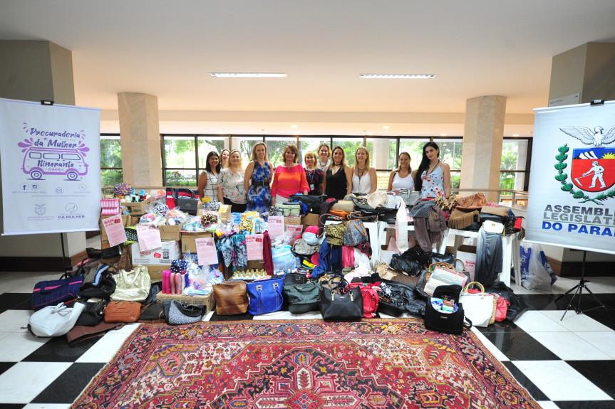 """Mais de quatros mil itens foram arrecadados na campanha """"Bolsas do Bem"""", idealizada pela Procuradoria da Mulher da Alep."""