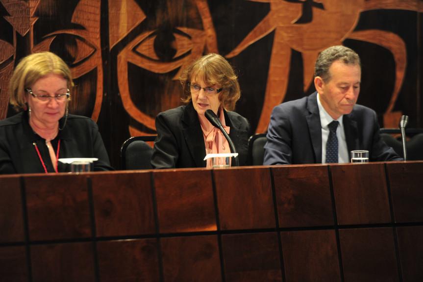 """""""Políticas Públicas para as Mulheres: Conquistas e Desafios"""" foi o tema do encontro proposto pela deputada Luciana Rafagnin (PT)."""