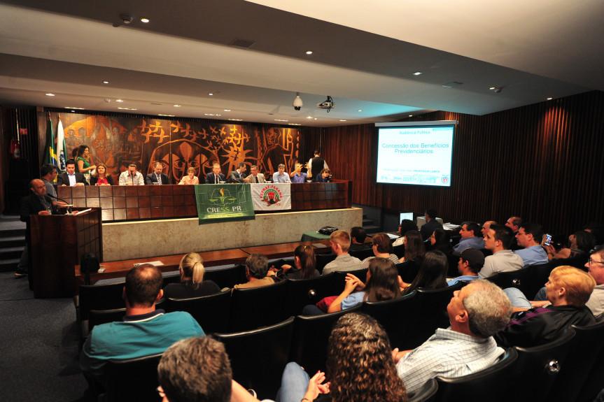 Audiência pública debate a concessão de benefícios previdenciários.