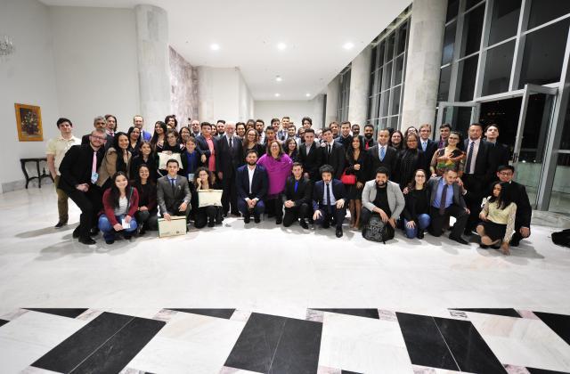 Estudantes fazem a última foto oficial do Parlamento Universitário ao lado do vice-governador Darci Piana / Foto: Dalie Felberg/Alep