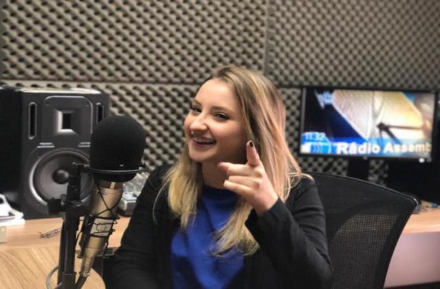 Deputada Universitária ao programa Rádio Assembleia. / Foto: Odilon Araújo