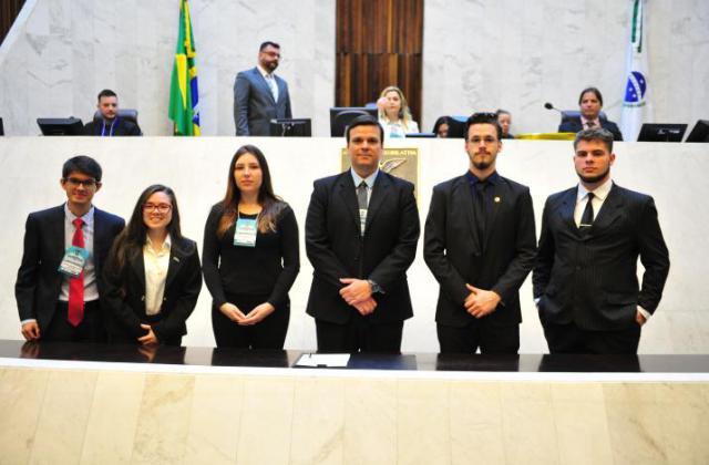 Mesa executiva que venceu as eleições. / Foto: Sandro Nascimento/ALEP