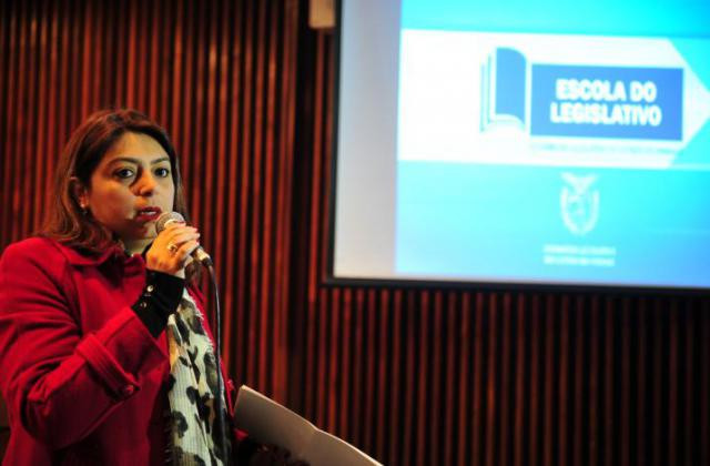 Jamile Kuntz, assessora do Tribunal Regional Eleitoral. / Foto: Sandro Nascimento/Alep