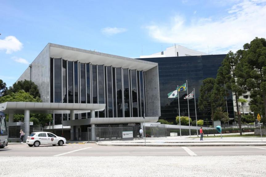 Fachada da Assembleia Legislativa do Paraná