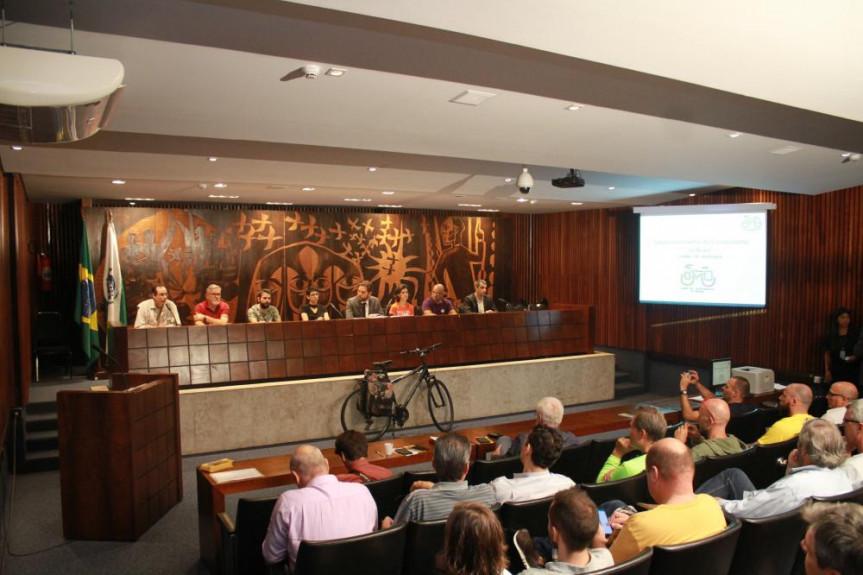 """A audiência pública """"Cicloturismo no Paraná"""" foi realizada no Plenarinho."""