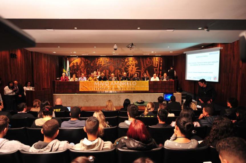Audiência pública para discutir a situação do trânsito reuniu especialistas, deputados e representantes de instituições.