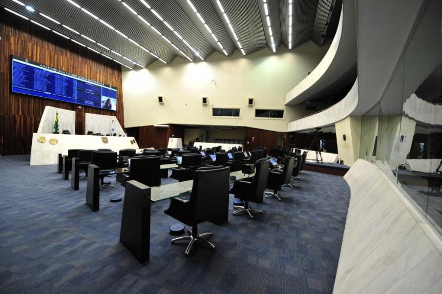 É no plenário da Assembleia que acontecem as votações de projetos e os debates parlamentares.