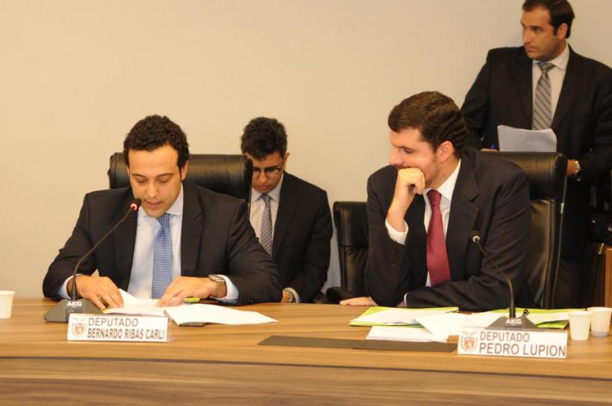 Deputado Bernardo Ribas Carli (PSDB) e deputado Pedro Lupion (DEM), em reunião da CCJ do dia 03/05/2016.