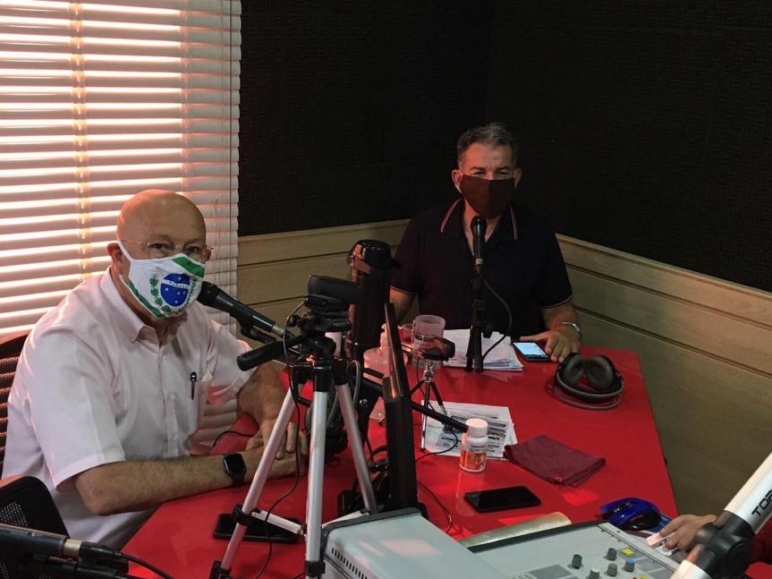 Deputado Luiz Claudio Romanelli (PSB), nos estúdios da Rádio FM 104.