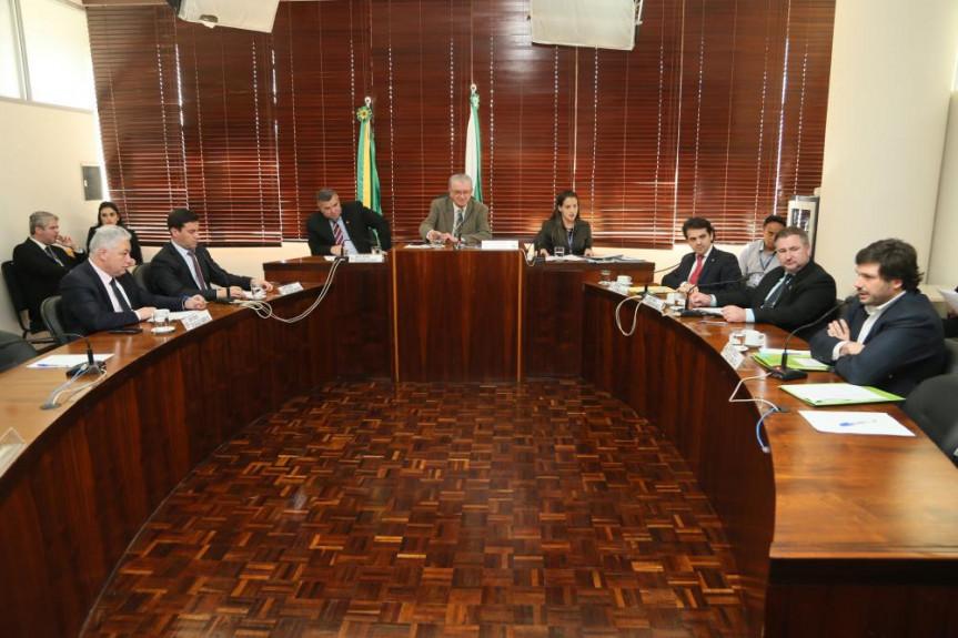 Reunião da Comissão de Finanças e Tributação da Alep, presidida pelo deputado Nelson Justus (DEM).