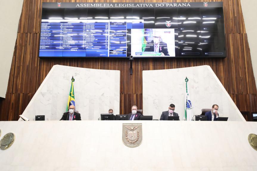 Deputados aprovaram na sessão desta terça-feira (05) a criação do Programa de Transferência de Renda de auxílio às famílias em vulnerabilidade social.