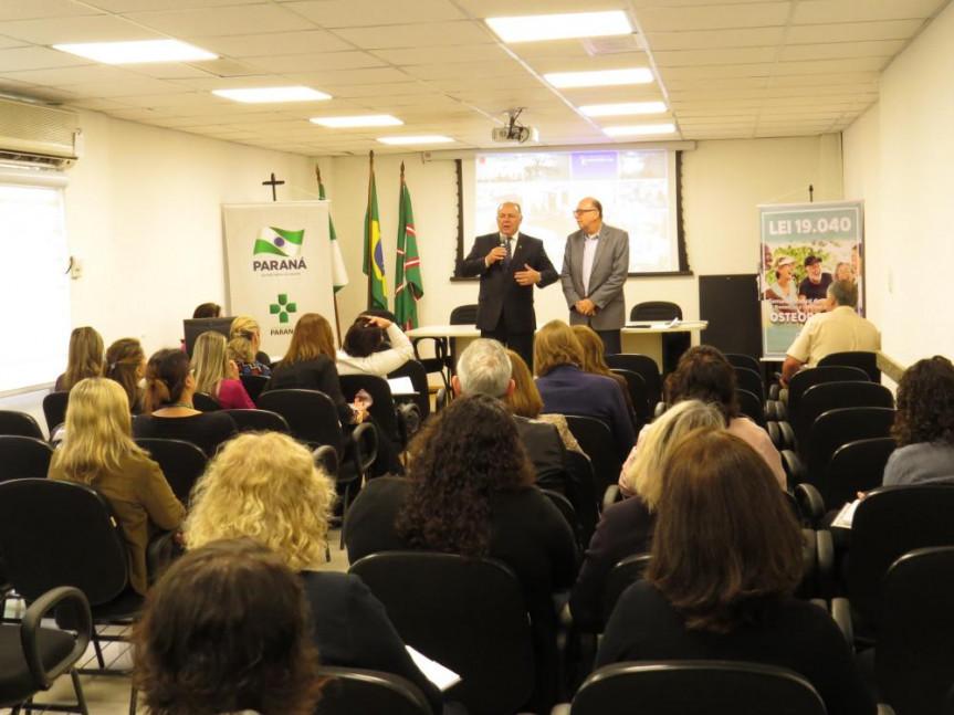 """Deputado Schiavinato (PP) participou nesta terça-feira (17) de evento da """" I Semana Estadual de Prevenção e Combate a Osteoporose"""", na SESA."""