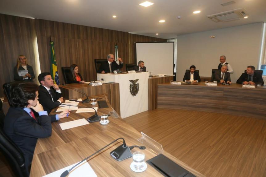 Comissão de Finanças decidiu adiar a votação de projetos do Executivo.