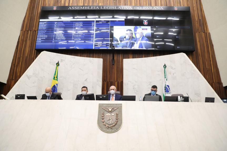 O presidente da Assembleia, deputado Ademar Traiano, e o primeiro secretário, deputado Luiz Claudio Romanelli, recepcionaram o deputado estadual amazonense Tony Medeiros (PSD-AM).