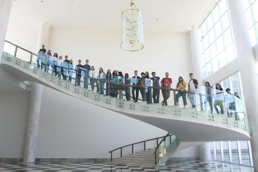 Estudantes do projeto Geração Atitude conhecem o Palácio Iguaçu, sede do Poder Executivo do Paraná.