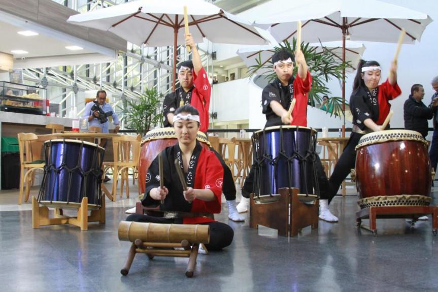 O som dos tambores invadiu o Comunicação & Arte na Alep desta quarta-feira (09).