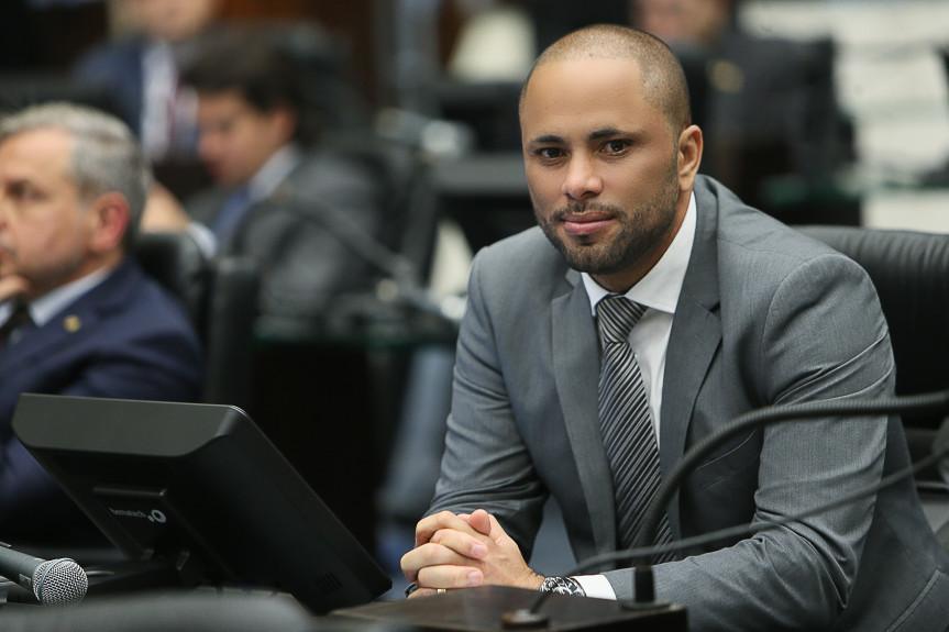 Deputado Do Carmo (PSL).