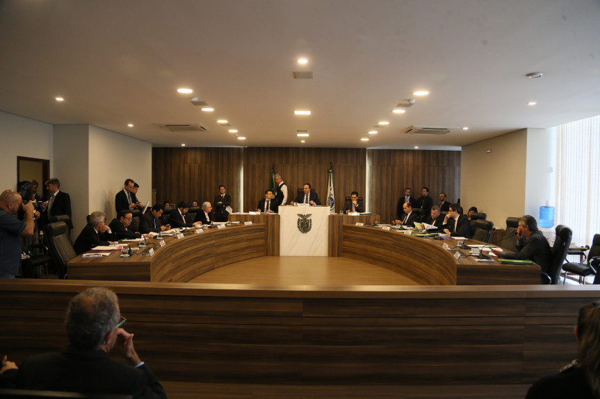 Treze deputados integram a Comissão de Constituição e Justiça (CCJ) da Assembleia Legislativa do Paraná.