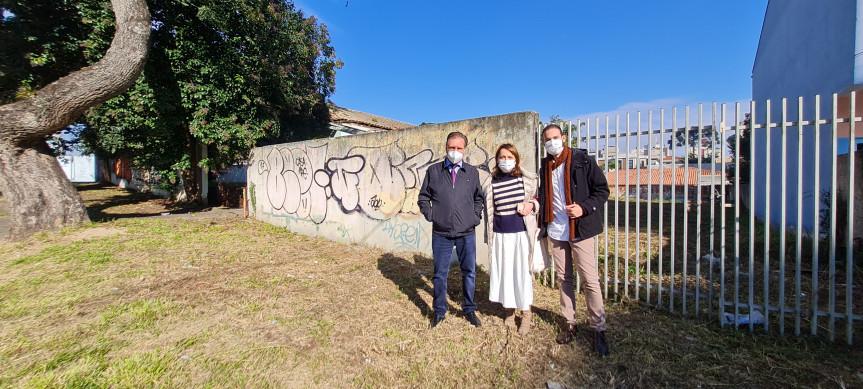 Deputado Ademir Bier e representantes da Secretaria de Comunicação e Cultura visitaram o prédio público que poderá servir para abrigar os artistas.