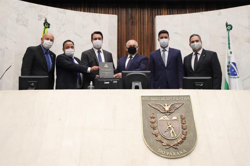 Governador Ratinho Junior entregou a mensagem governamental sobre a atual situação do Estado do Paraná durante a abertura dos trabalhos legislativos.