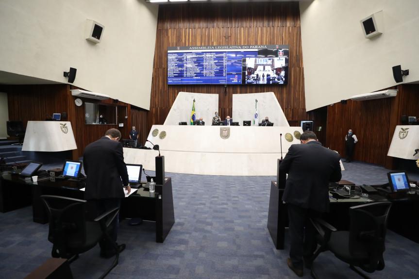 Na sessão desta segunda-feira (22), os deputados aprovaram a redação final do projeto do Executivo que permite o retorno de aulas presenciais em todo o Paraná.