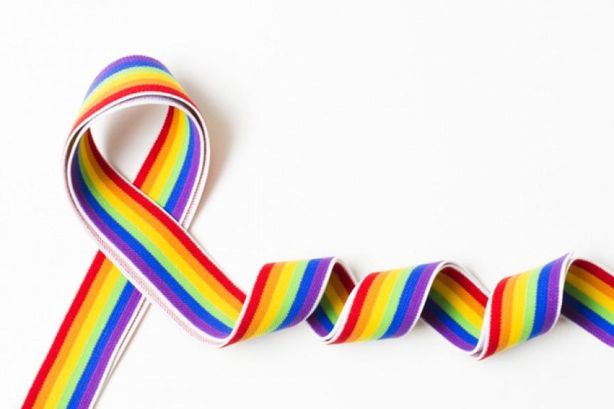 Projeto de lei trata das penalidades administrativas contra discriminação por orientação sexual ou identidade de gênero na Administração Pública e estabelecimentos localizados no Paraná.