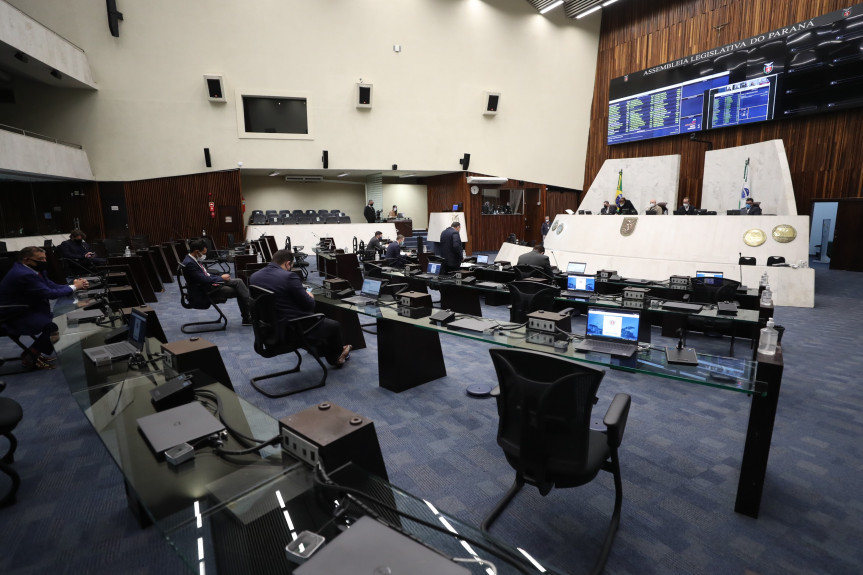 Deputados aprovam proposta que adequa o plano de custeio da Paranaprevidência à Reforma da Previdência.