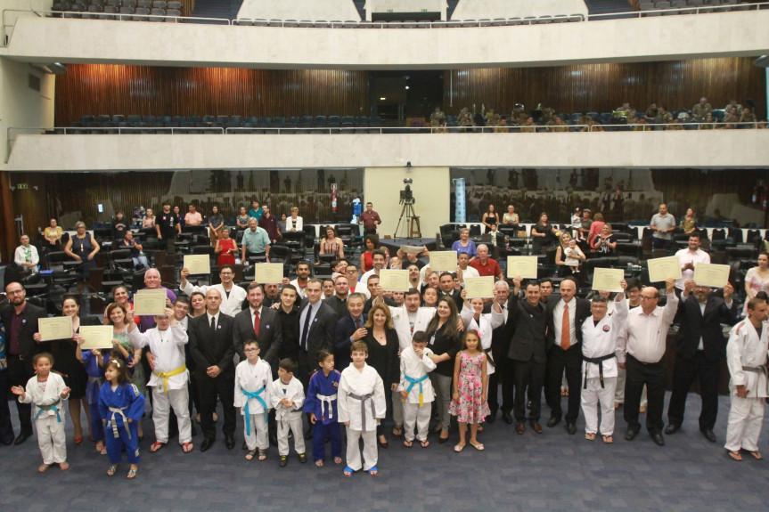 Proposta pelo deputado estadual Coronel Lee (PSL), solenidade reforçou a importância dos valores ensinados pelo judô.