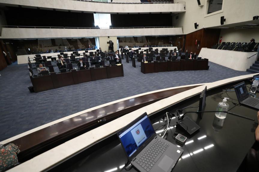 Emendas adiaram a segunda votação do projeto que cria o auxílio emergencial para microempresas e microempreendedores individuais.
