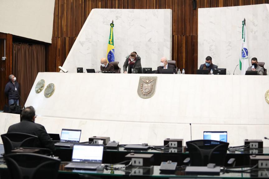 Deputados aprovam em redação final projeto que isenta da contribuição ao Sistema de Proteção Social os militares com moléstia grave.