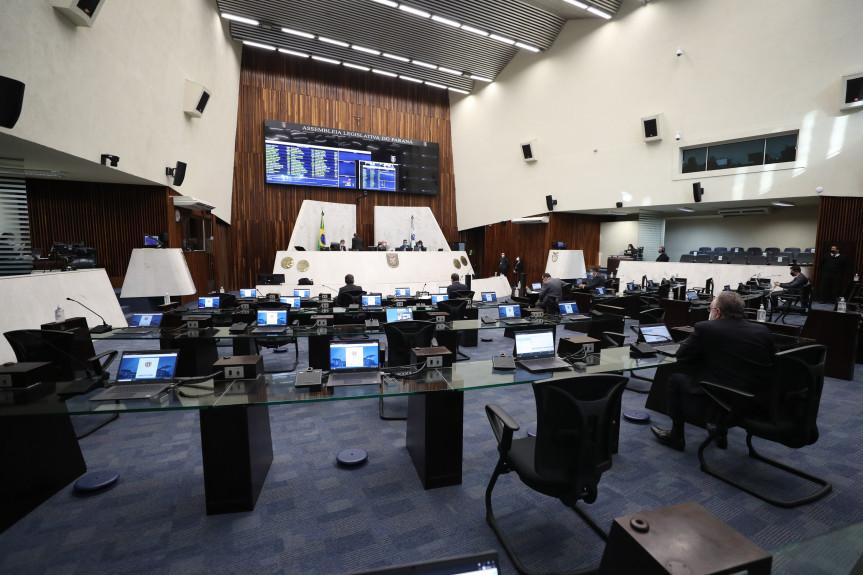 Deputados aprovaram projeto que visa acabar com os principais entraves documentais das empresas.