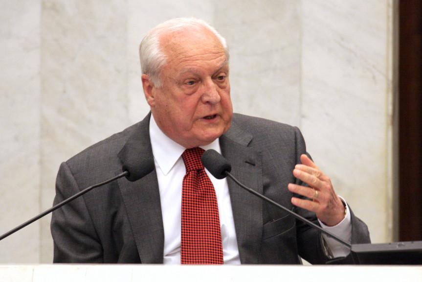 Advogado René Dotti morre aos 86 anos.