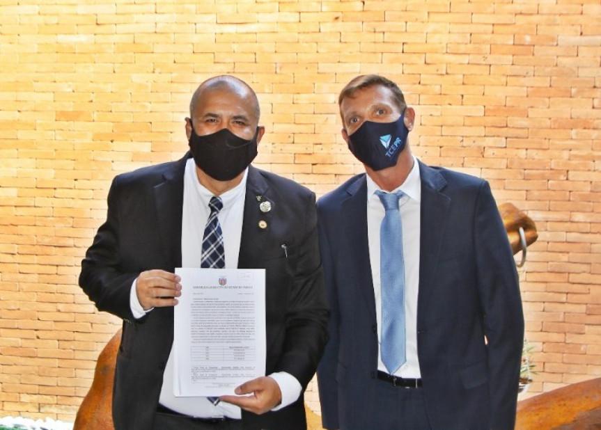 Deputado Soldado Fruet (PROS) com o presidente do TCE, Fábio Camargo.