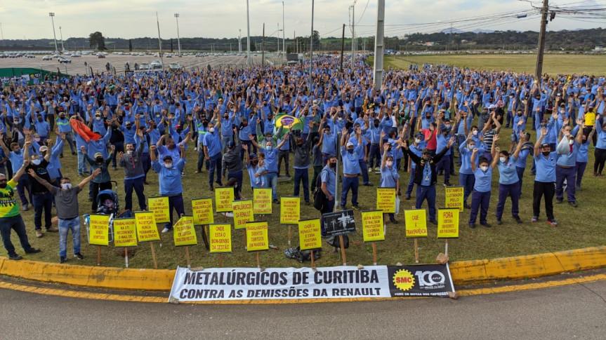 Protesto dos funcionários da Renault em São José dos Pinhais contra as demissões na empresa.